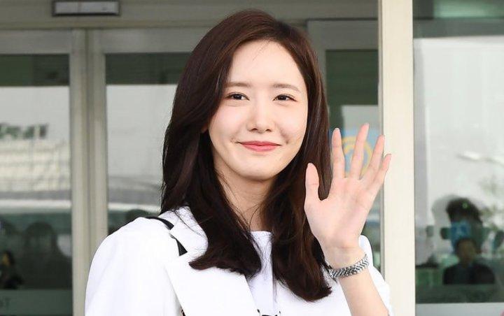 Tampil Cantik Dan Bersinar Di Bandara, Yoona SNSD Di Klaim Melakukan Oplas